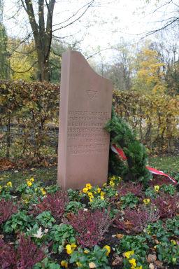 Der Gedenkstein am Jordanpark in Bad Lippspringe (Foto: Joachim Hanewinkel)