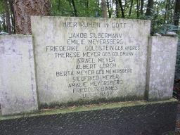 Der Gedenkstein der jüdischen Begräbnisstätte