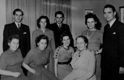 Oben: Paul Gerhard, Hildegard, Hans Werner, Magdalena. Unten: Annemarie, Waltraut, Elisabeth, Hilda Kusserow. Ca. 1950. Freundlicherweise zur Verfügung gestellt von Annegret Kusserow