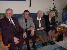 Paul Gerhard, Hans Werner, Magdalena und Annemarie Kusserow in Münster, zum 70. Todestag von Wilhelm, ca. 2010. Freundlicherweise zur Verfügung gestellt von Annegret Kusserow