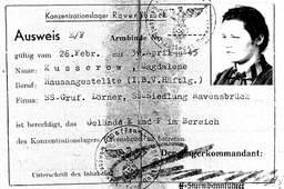 Magdalena bekam einen Sonderausweis im KZ Ravensbrück, weil sie innerhalb des Geländes bei SS-Offizieren als Haushaltshilfe arbeiten durfte. Jehovas Zeugen, Archiv Zentraleuropa